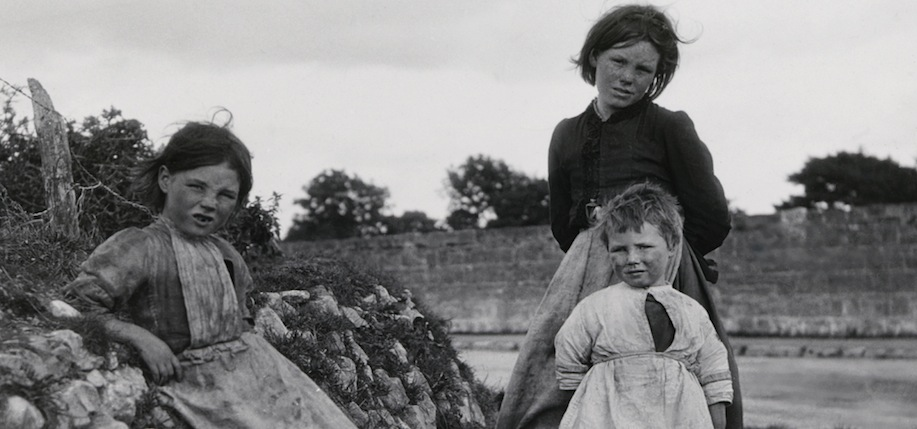 Children in galway silver print c 1930 the sean sexton collection