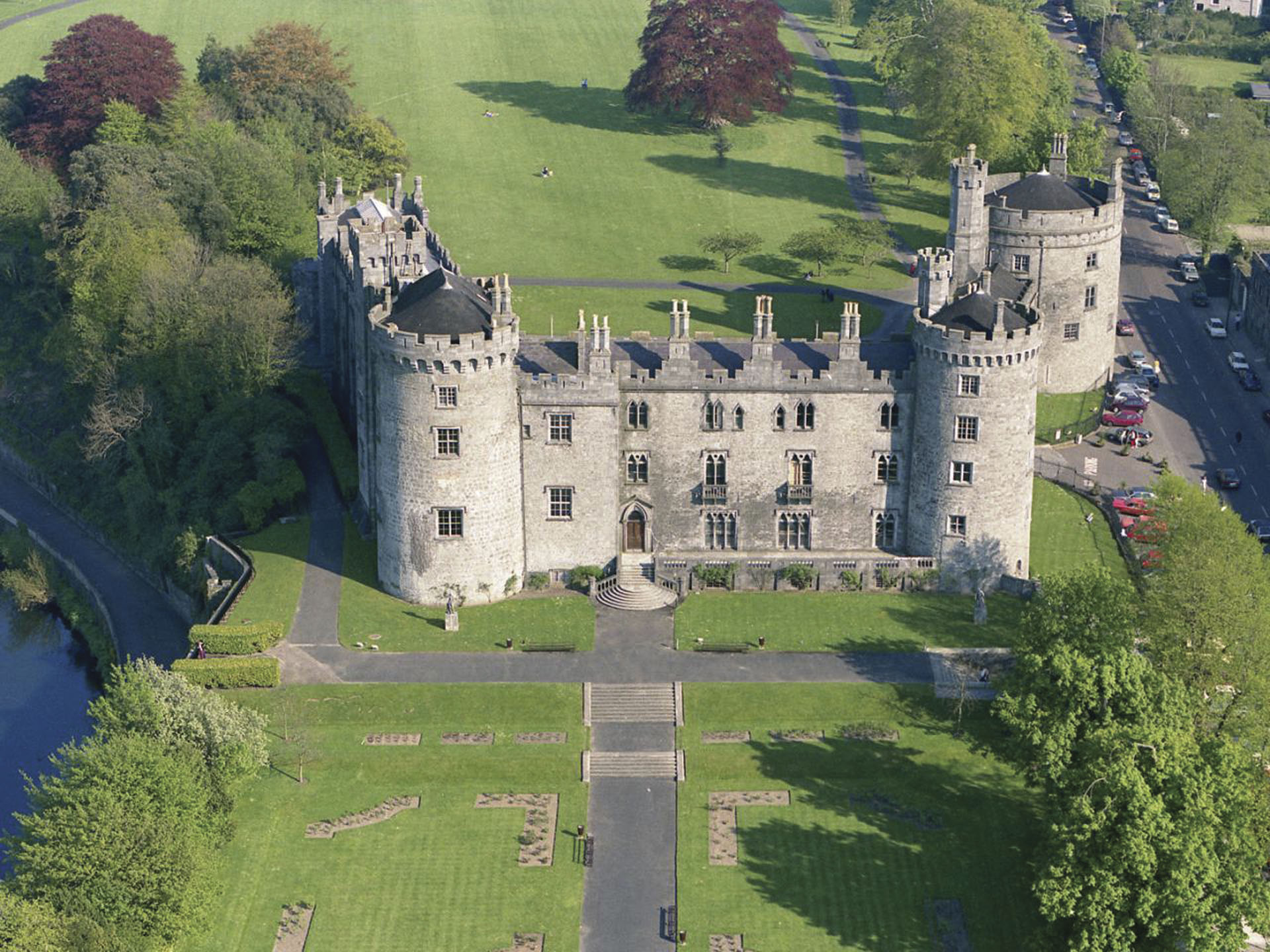Kilkenny Castle, which was built in 1195 to control a fording-point of the River Nore and the junction of several routeways.