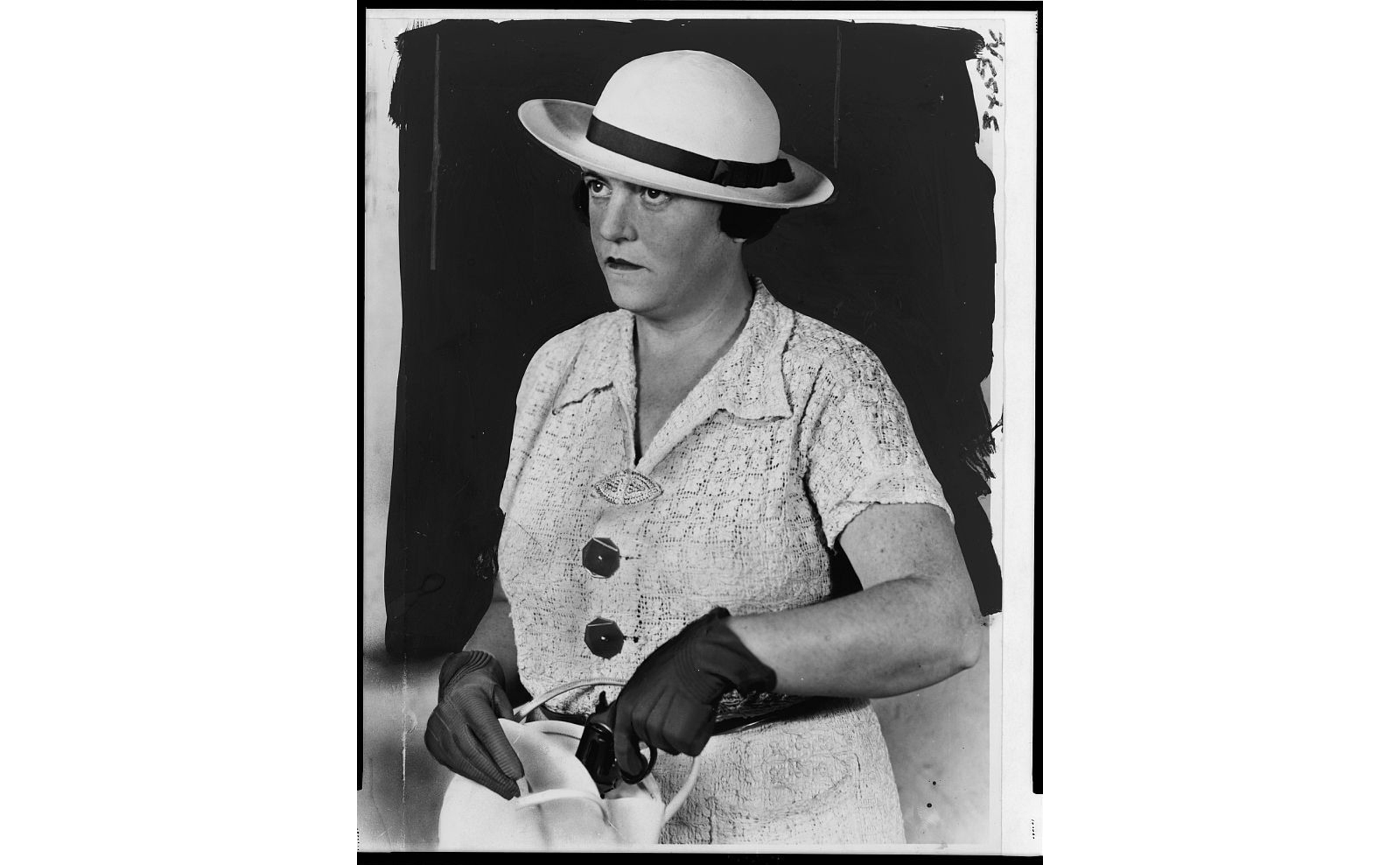 Shanley pulling a pistol from her handbag, 1937. Photo: Library of Congress.