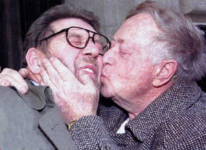 Abe Hirschfeld, former owner of the Post, kisses Hamill, who spent a bizarre five-week stint in 1993 as editor while the tabloid fought for survival.