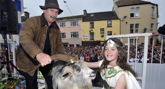 Muireann Arthurs, Queen of Puck Fair coronates a wild mountain goat as King Puck, with goatcatcher Frank Joy.