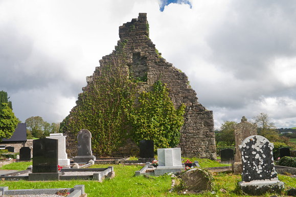 The old Drumhome church and graveyard next to the archaeological dig. Photo: Wikimedia Commons.