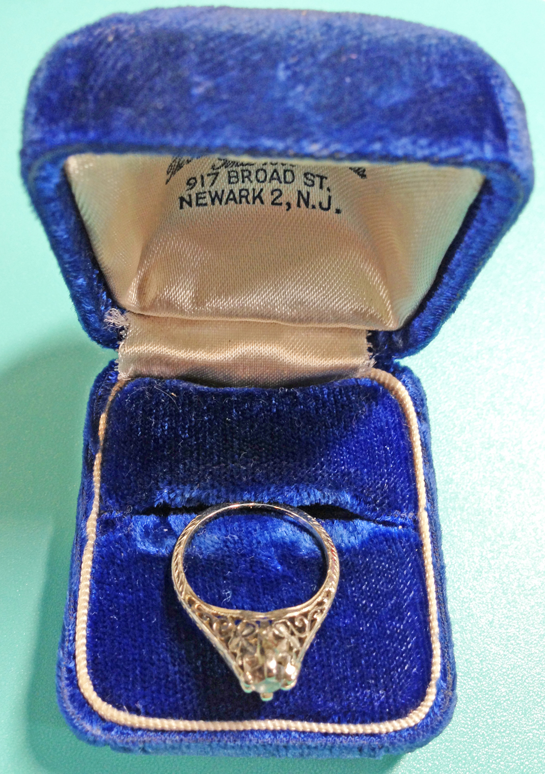 Beatrice Agnes Reynolds's engagement ring. (Photo courtesy of the author)
