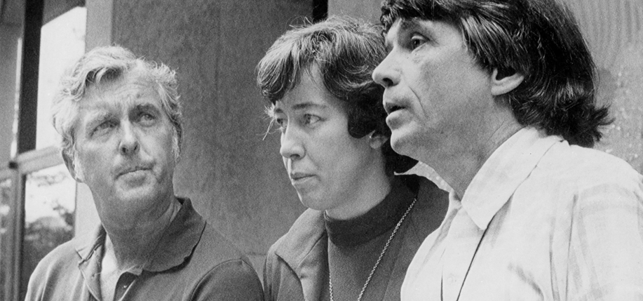 Jerry Berrigan, left, and his brother the Rev. Daniel Berrigan, right, with Sister Elizabeth McAlister in 1972 in Harrisburg, Pa. Credit United Press International.