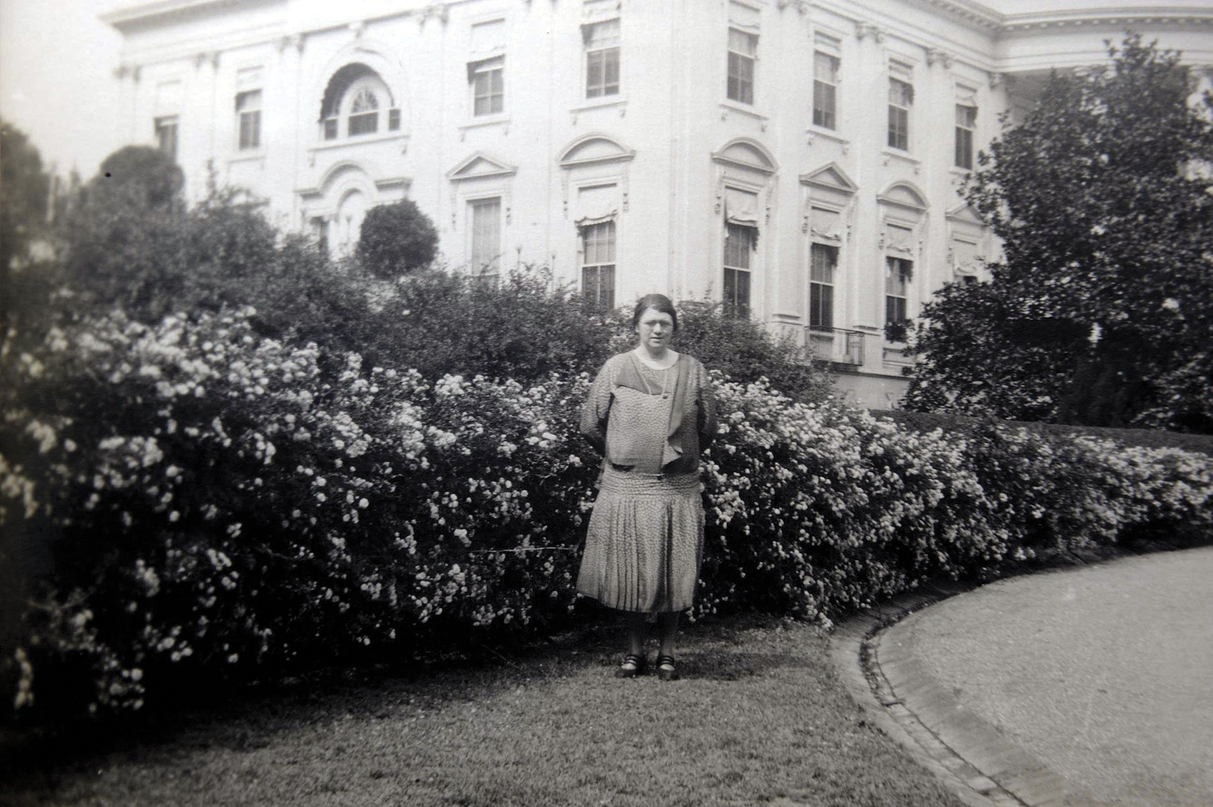 Kathy Buckley outside the White House (1)