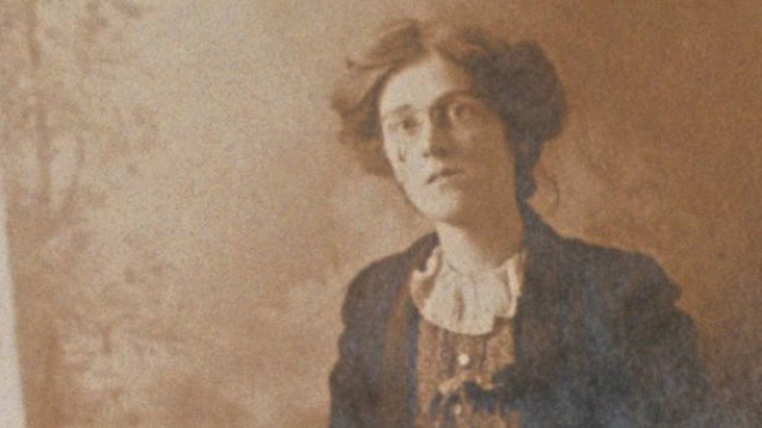 Mary Colum, an Irish literary critic and author who moved to New York in 1914,  recalled seeing the headlines of the newspapers reporting on the executions of the leaders of the Rising as she exited the subway at Grand Central Station.