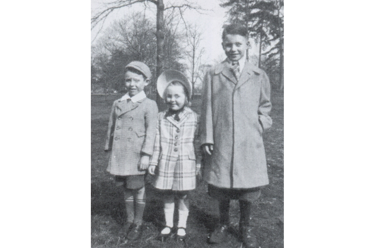 Hamill (right) with brother Tommy and sister Kathleen on an Easter Sunday in Brooklyn's Prospect Park.