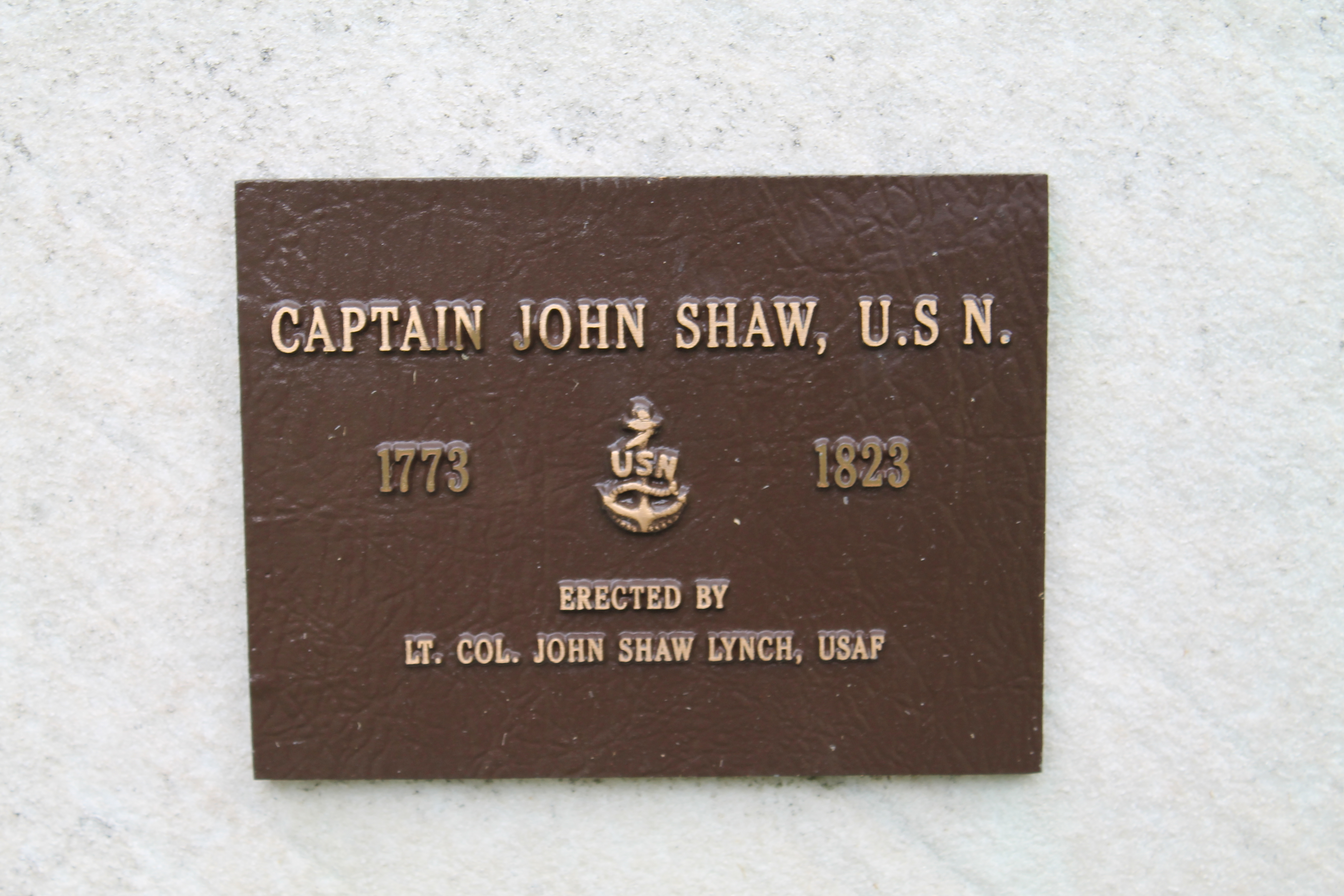 Plaque at the Philadelphia gave of Captain John Shaw. (Photo: Pattie Crider / girlboxer1970.com)