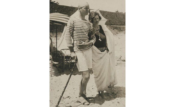 Gerald and Sara Murphy on La Garoupe Beach, Antibes, summer 1926.