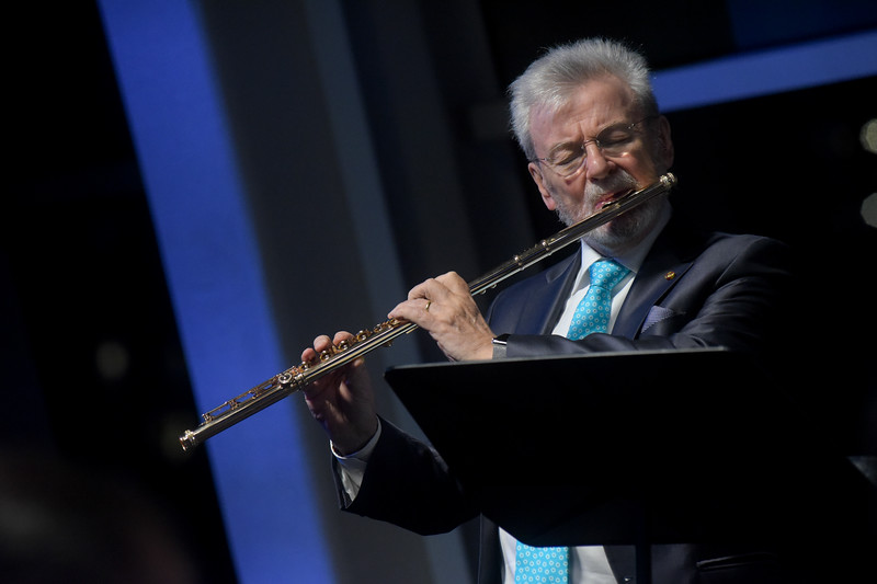 Sir James Galway performs at the 2017 Glucksman Ireland House Gala Dinner.
