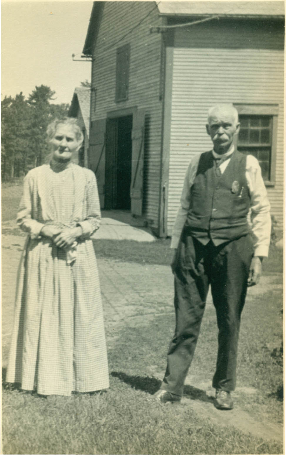 Bridget McGrath Reeves with her  husband, Sheriff Reeves, in Burlington, 1924.