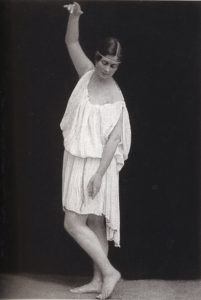"Isadora Duncan, photographed by Elvira. Munich, 1904. ""Tanagra."""