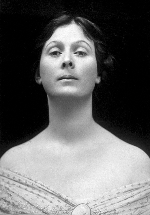 <em>Portrait of Isadora Duncan. London, 1906.</em>