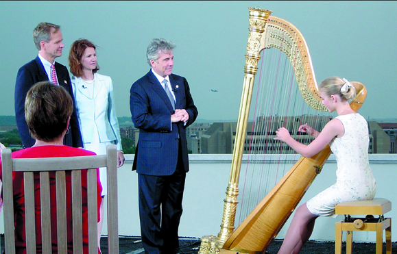 <em>Left to right Ed Smart, Lois Smart, John Walsh, and Elizabeth Smart playing the harp during a taping of <strong>The John Walsh Show</strong>.</em>