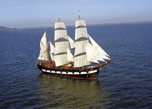 The Jeanie Johnston sails the open seas.