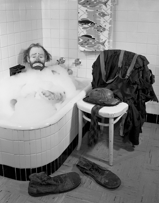 Kelly having himself a bubble bath in 1955.