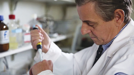 Dr. Tracey working in his lab at the Feinstein Institute.